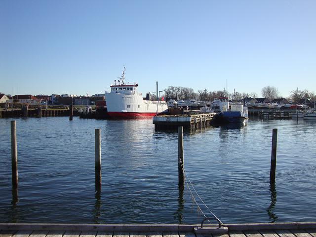 Den nye og den gamle Nekseløfærge i Havnsø Havn 11. marts 2014. Foto: Flemming Paulsen
