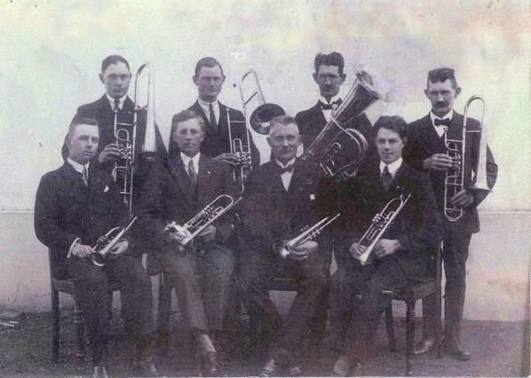 Eskebjerg Hornorkester - Spillede i en årække på Bavnen pinsemorgen.