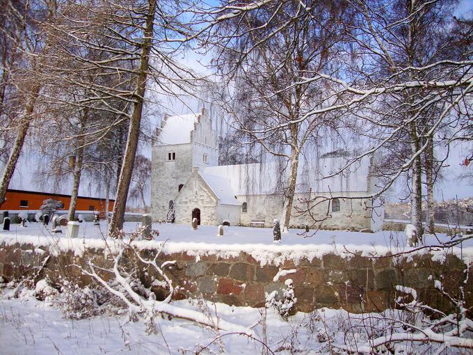 Aunsø gl. Kirke den 21. december 2010. Foto: F.P.