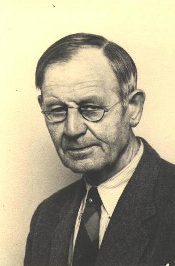 Arkitekt Aage Herløw - Født d. 13.3.1892 - Død 7-5-1986.