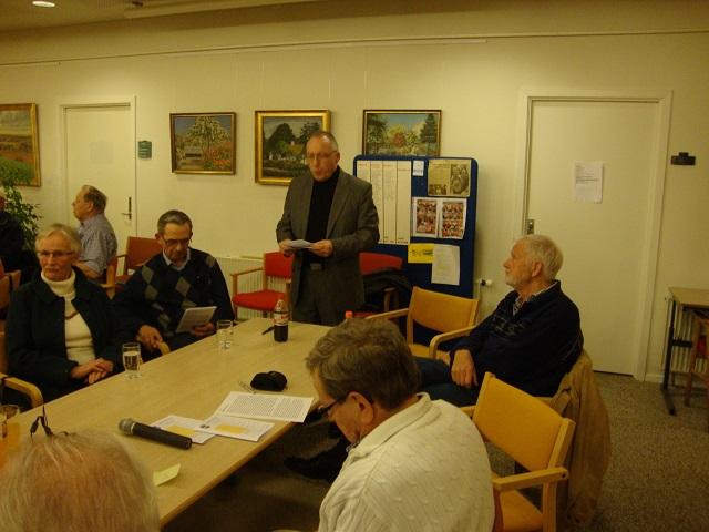 Generalforsamlingens dirigent Jan Østergaard tager hul på aftenens dagsorden. Foto: F.P.