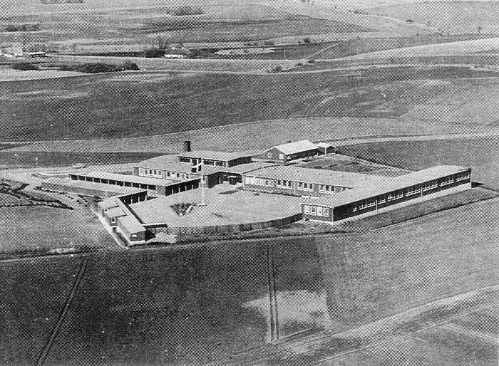 Luftfoto af Firhøjskolen Foto: Firhøjskolens jubilæumsblad 1999