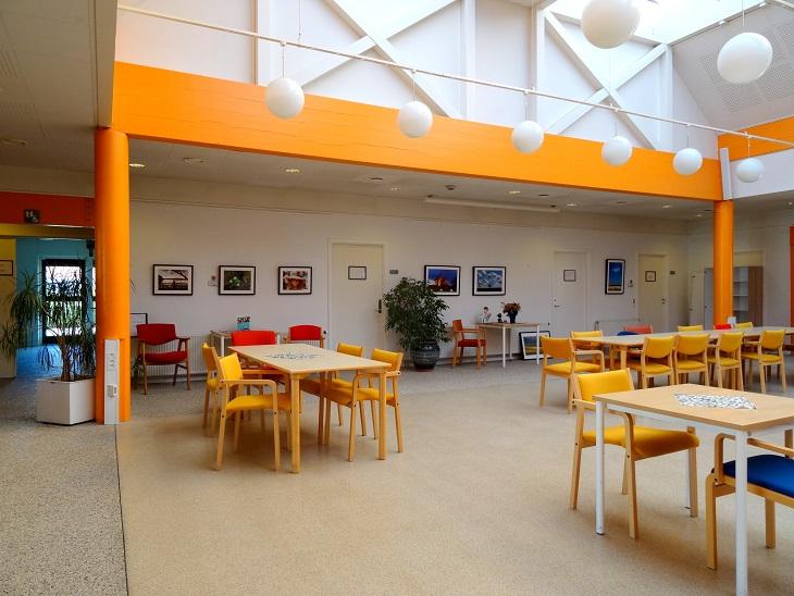 Cafélokalet med Kåre Holsts fotoudstilling.