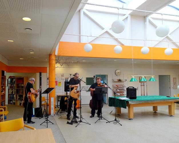 """Eftermiddagens musikanter - """"Traktørerne"""" er på plads."""