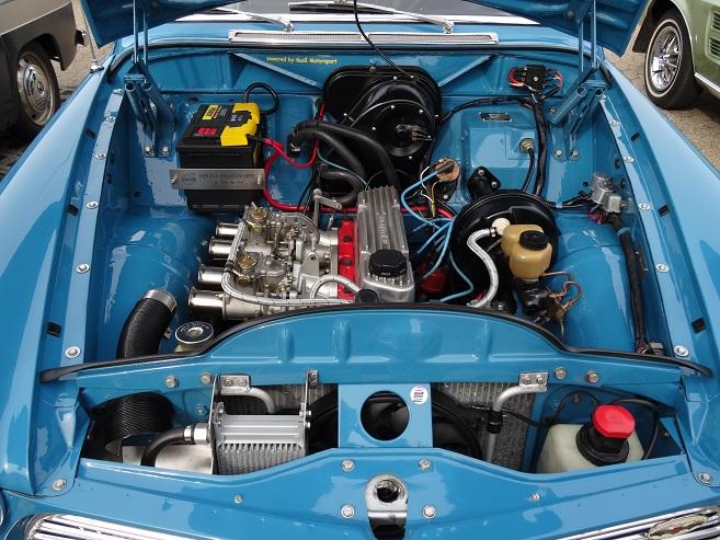 Et kig ned i motorummet på en Volvo Amazon - Foto: F.P.
