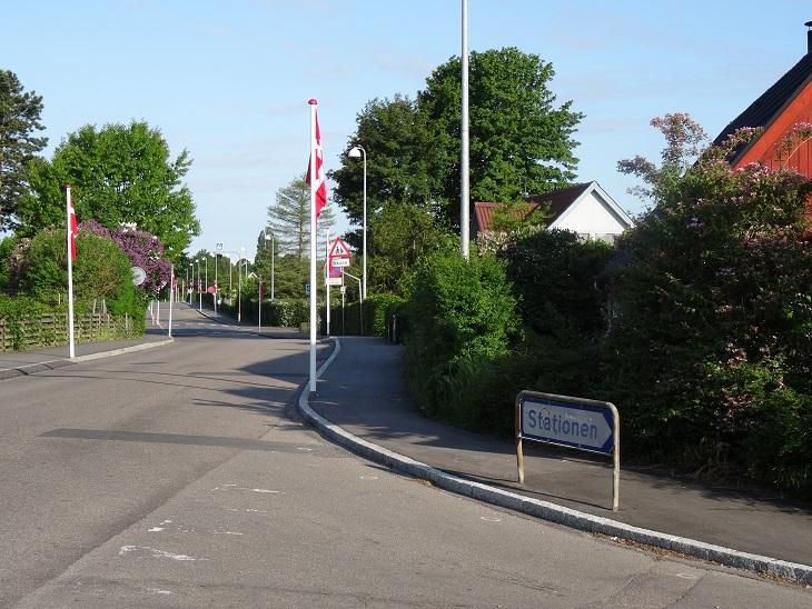 Stationsvej set mod vest ud for Jernbanevej, kl. ca 7.30 Foto- F.P.