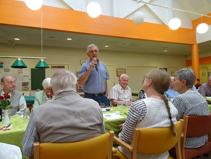 Aktivitetscentrets formand Karsten Ahrens byder velkommen. Foto: F.P.