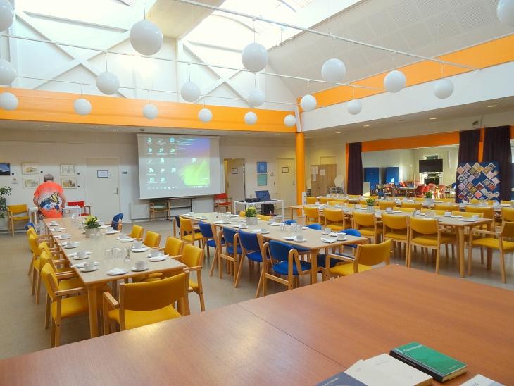 Åvangens Café-lokale er klar til aftenens foredrag. Foto: F.P.