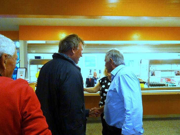 Gensynsglæden var stor, da den tidligere fodboldlegende Per Røntved og Sepp Piontek pludselig stod over for hinanden. Foto: F.P.