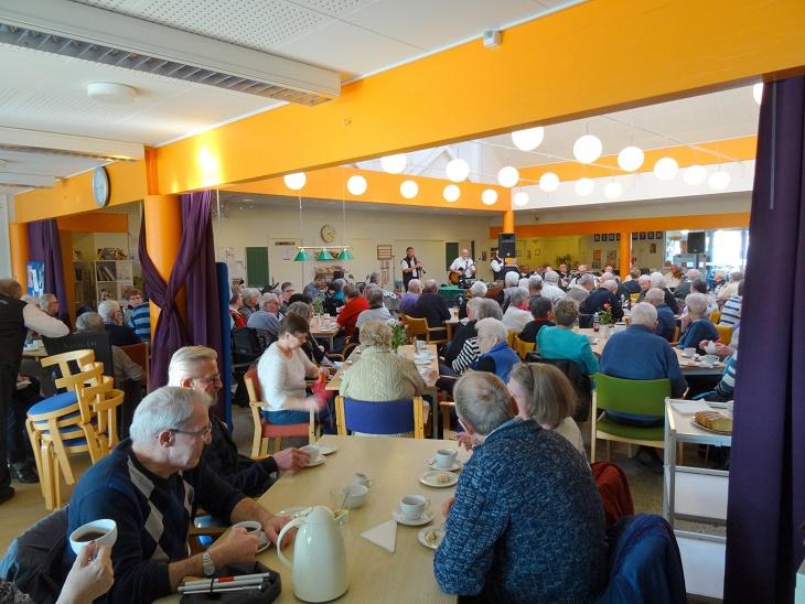 "Omkring 170 ""publikummer"" deltog i Reersø Harmonikaklubs arrangement i Aktivitetscenter Åvangen. Foto: F.P."