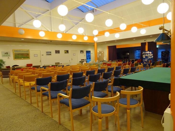 Forberedelserne til aftenens foredrag er på plads. Foto: F.P.