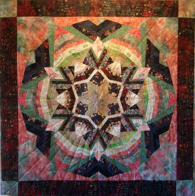 I stedets kældercafé er der udstilling af Jakobine Nielsens patchworkarbejder - Foto: F.P.