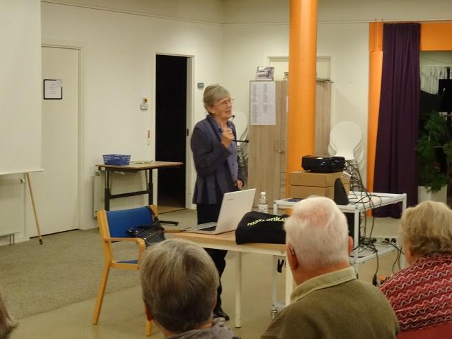 """Marlene Paulsen tilbød at holde et """"miniforedrag"""" i ventetiden. Foto: F.P."""