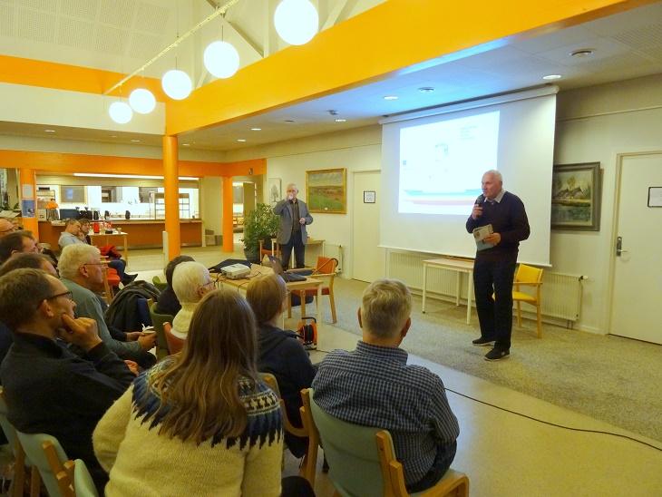 På arrangørernes vegne takker Olav Hintze aftenens foredragsholder for en spændende aften. Foto: F.P.