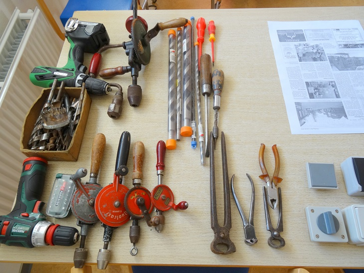 Poul Nautrup havde medbragt en del af sit værktøj. Foto: F.P.