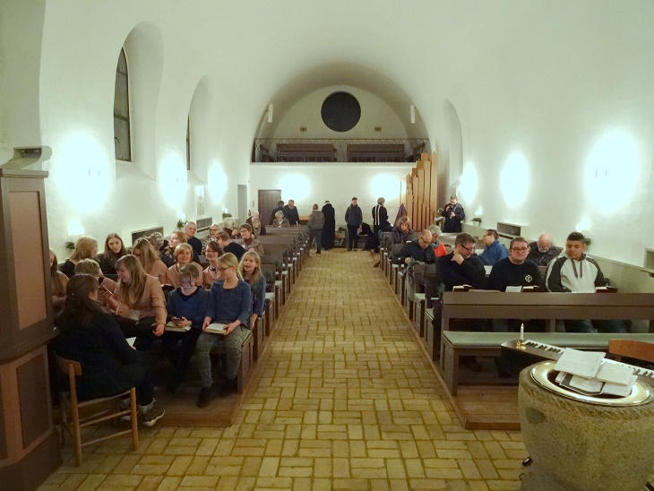 Et kig ud over de mange, der deltog gudstjenestehøjtideligheden. Foto: F.P.