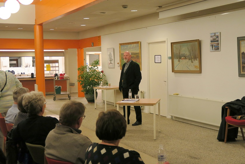 Kåre Johannesen i gang med sit foredrag. Foto: F.P.