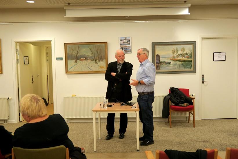 Kåre Johannesen i snak med Svebølle Aktivitetscenters formand Karsten Ahrens. Foto: F.P.