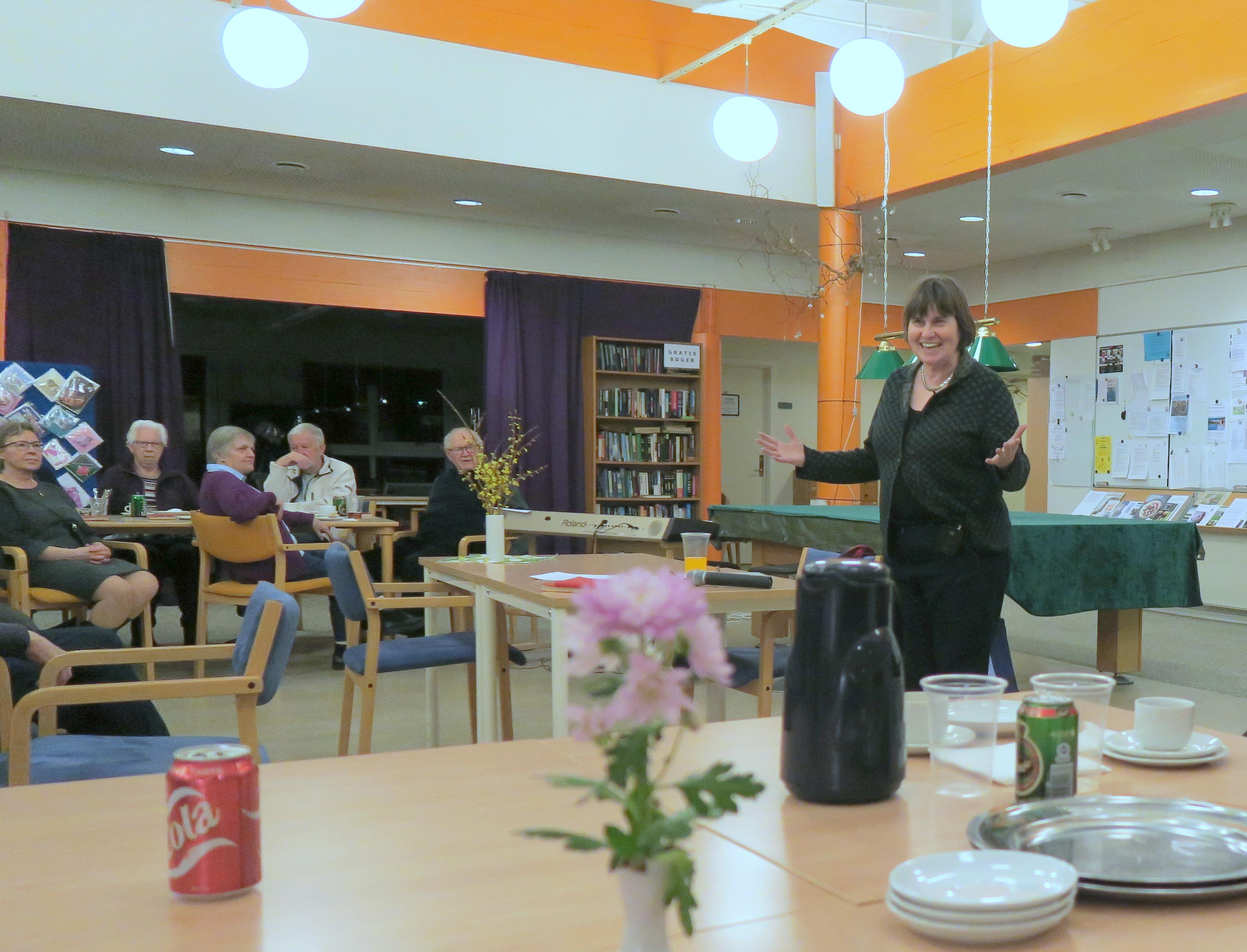 På charmerende vis formidlede Anne E. Jensen sit foredrag. Foto: F.P.