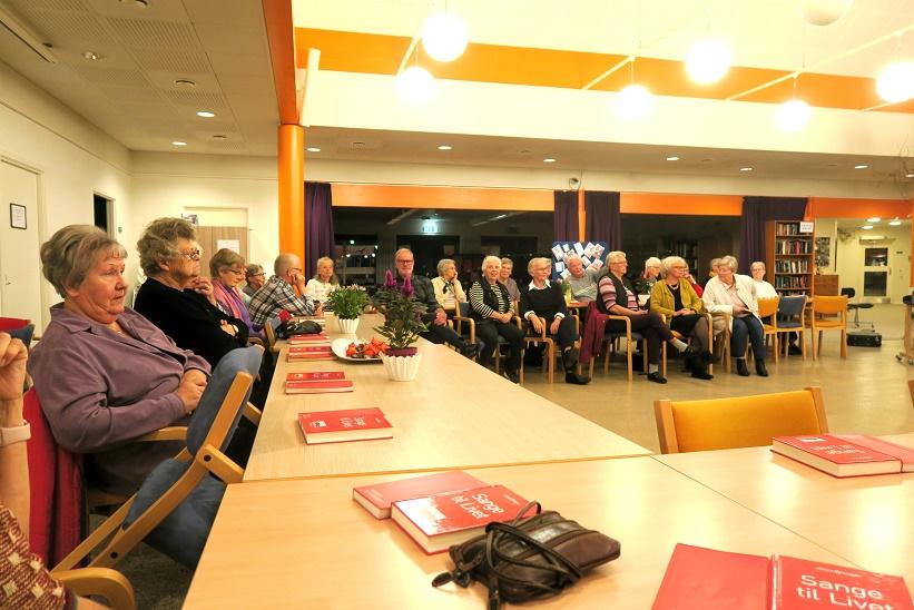 Omkring 45 var mødt frem til aftenens foredrag. Foto: F.P.